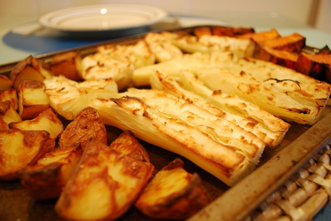 Roast Potatoes, Cassava, Sweet Potato (CC BY-SA 2.0) avlxyz via Flikr